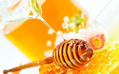 điều trị mụn với mật ong