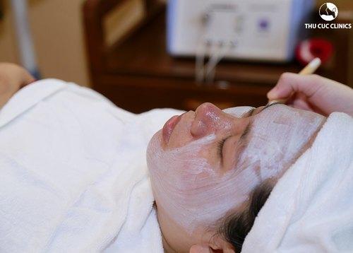 Liệu pháp chăm sóc da với mặt nạ thuốc bắc phù hợp với mọi khách hàng.