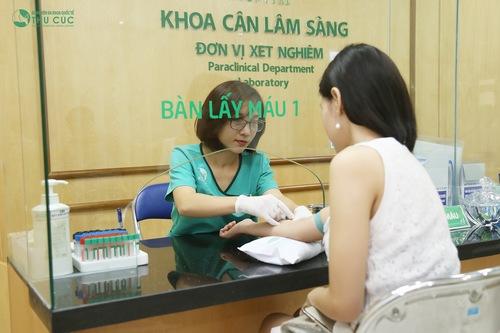 Khách hàng được kiểm tra sức khỏe, thử phản ứng thuốc trước khi phẫu thuật