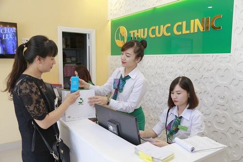 Khách hàng được hướng dẫn cách chăm sóc da tại nhà