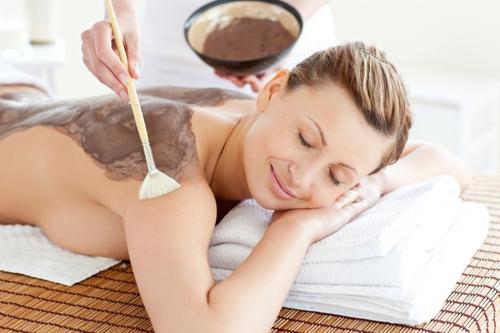 Không chỉ chú trọng cho khuôn mặt, bạn cũng cần chăm sóc da toàn thân nếu muốn đẹp một cách toàn diện.