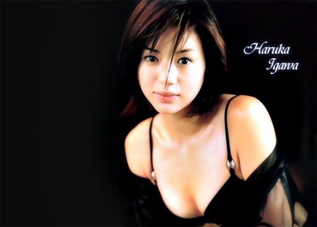 Nữ diễn viên 39 tuổi Igawa Haruka đứng ở vị trí thứ 6 trong bảng xếp hạng