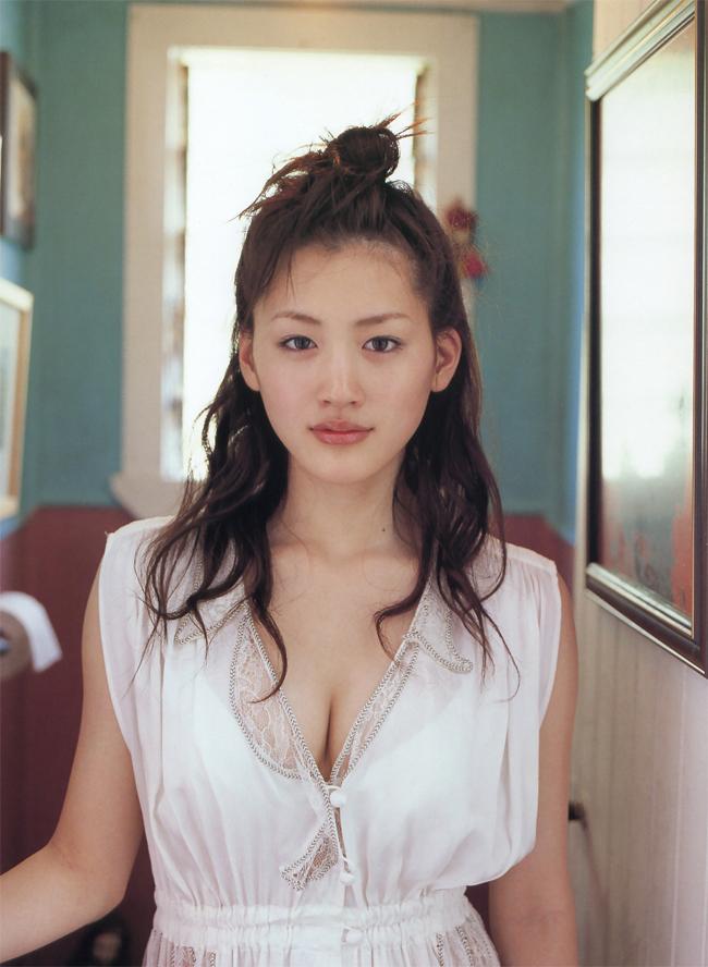 Làn da của Ayase Haruka được đánh giá là láng mịn không tì vết.