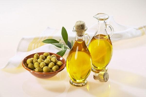 Chăm sóc da nhờn với dầu oliu