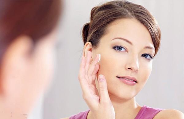 Làn da dầu nhờn được cân bằng độ ẩm tự nhiên sẽ trở nên tươi sáng, mềm mịn và tràn đầy sức sống