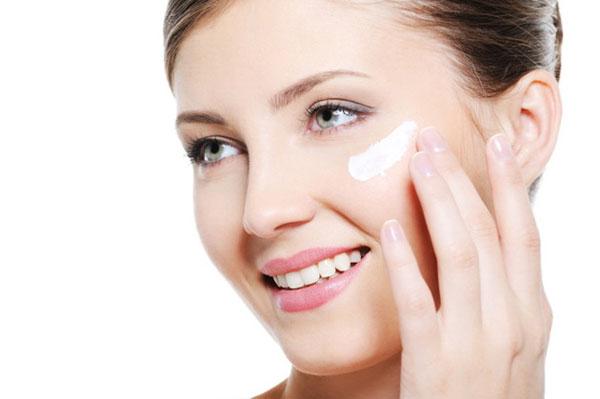 Sử dụng sản phẩm theo hướng dẫn từ các chuyên gia để cảm nhận sự thay đổi tức thì trên làn da