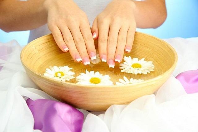 Chăm sóc da tay tự nhiên