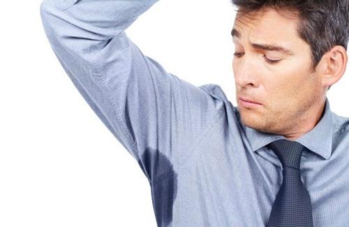 Đổ mồ hôi nách là một bệnh lí thường gặp ở nhiều người, nếu không vệ sinh sạch sẽ sẽ gây ra mùi khó chịu.