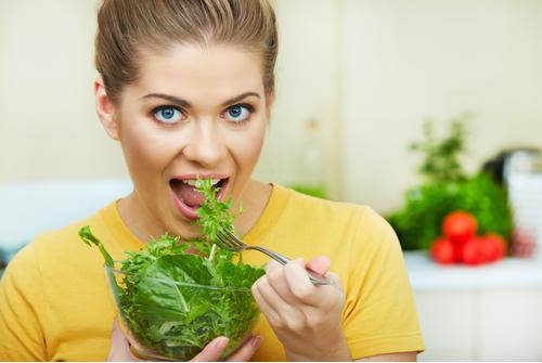 Ăn nhiều rau xanh là bí quyết đơn giản để sở hữu làn da mịn màng, săn chắc