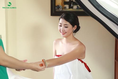 Tắm trắng phi thuyền là phương pháp giúp phái đẹp nhanh chóng sở hữu làn da sáng hồng, mịn màng