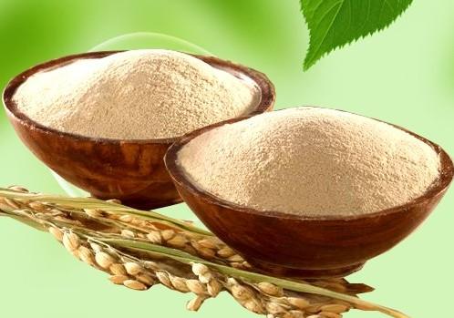 Cám gạo có khả năng loại bỏ tế bào chết, cân bằng độ ẩm và giúp da trắng sáng hơn