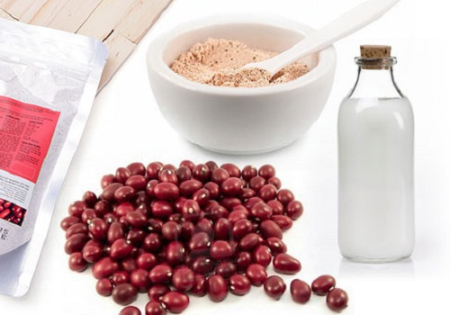 Hỗn hợp sữa tươi và bột đậu đỏ giúp dưỡng ẩm và làm trắng da cực kì hữu hiệu