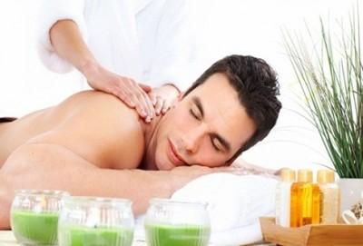 Tẩy da chết là công đoạn quan trọng đem đến hiệu quả tắm trắng nam giới tối ưu nhất