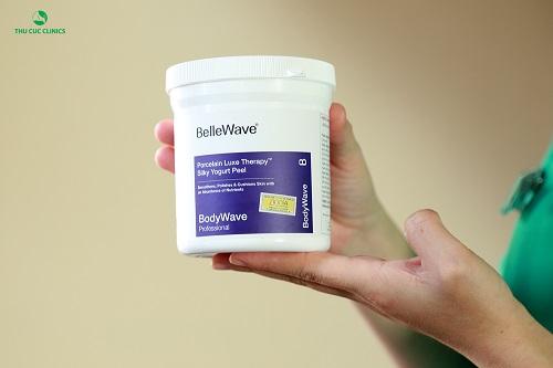 Liệu pháp tắm trắng tại Thu Cúc Clinics sử dụng bộ sản phẩm tắm trắng Bellwave với các thành phần từ tự nhiên cho hiệu quả làm trắng da tối ưu