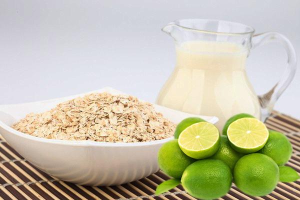 Các dưỡng chất có trong chanh và yến mạch sẽ giúp loại bỏ bã nhờn và làm trắng da hữu hiệu