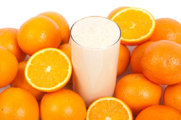 Sử dụng kết hợp sữa tươi không đường và chanh sẽ giúp cải thiện các vấn đề về da, đồng thời dưỡng trắng cực kì hiệu quả