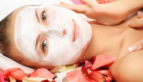 Việc đắp mặt nạ thường xuyên và đúng cách sẽ giúp làn da được thư giãn, tươi sáng và khỏe khoắn.