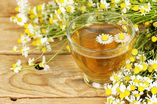Hoạt chất bisabolol trong thành phần của tinh dầu hoa cúc có tác dụng kháng viêm, diệt khuẩn và chống kích ứng da hữu hiệu.