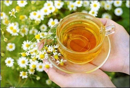 Sử dụng mặt nạ hoa cúc thường xuyên không chỉ giúp ngăn chặn nguy cơ tái phát và lây lan của mụn, mà còn giúp cải thiện tình trạng mụn lâu năm hữu hiệu