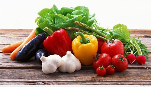 Rau củ quả tươi là những loại thực phẩm chứa rất nhiều các dưỡng chất và vitamin quan trọng, cần thiết đối với sức khỏe cũng như làn da của mỗi người.