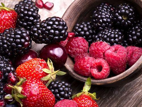 Các loại quả mọng nước có khả năng giúp cơ thể chống lại những tác hại của các gốc tự do và giảm nguy cơ lão hóa sớm cực kỳ hiệu quả.