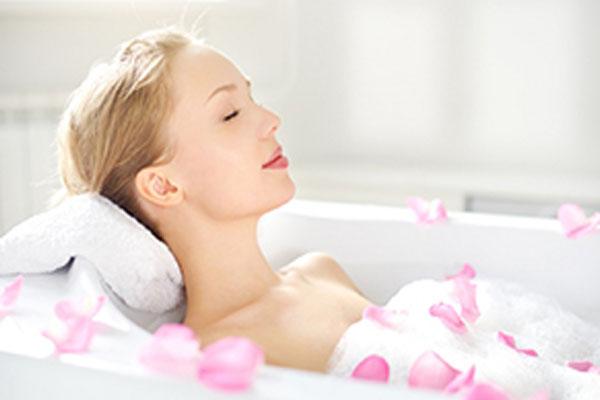 Tắm trắng được bao lâu phụ thuộc rất nhiều vào công nghệ và cách chăm sóc, bảo vệ sau khi tắm trắng của bạn