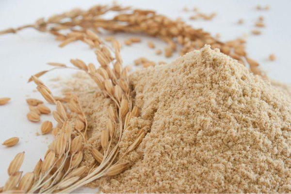 Nhờ chứa vitamin và dưỡng chất nên cám gạo giúp nuôi dưỡng và mang đến cho bạn làn da trắng hồng, đầy sức sống.