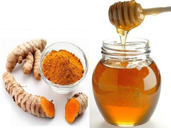 Sử dụng công thức tắm trắng bằng bột nghệ, mật ong thường xuyên sẽ giúp bạn sở hữu làn da mềm mại và trắng sáng tự nhiên