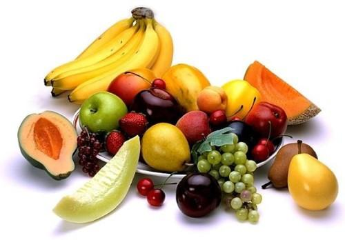 Rau xanh, trái cây là những thực phẩm mà bạn nên bổ sung sau khi điều trị mụn ở vùng lưng.
