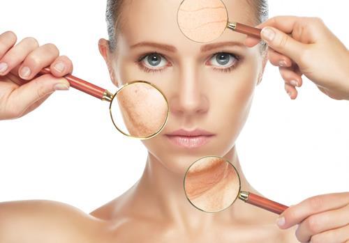 Da khô, mất nước khiến quá trình lão hóa diễn ra nhanh hơn. Vì vậy chăm sóc với vitamin E sẽ giúp giải cứu làn da khỏi tình trạng này.