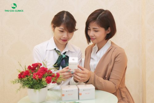 Liệu pháp chăm sóc vùng môi bằng parafin phù hợp với khách hàng có đôi môi thâm sạm