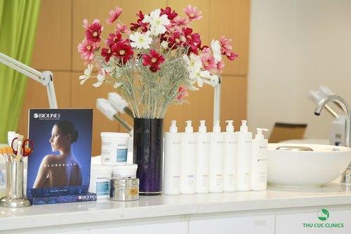 Các sản phẩm chăm sóc da cao cấp được sử dụng tại Thu Cúc Clinics đều là những loại chiết xuất từ thiên nhiên, độc quyền từ các thương hiệu dược mỹ phẩm lớn trên thế giới.