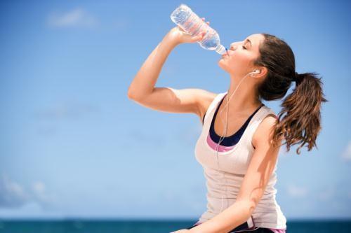 Chế độ ăn uống và sinh hoạt khoa học giúp làm hết mụn ở lưng hiệu quả