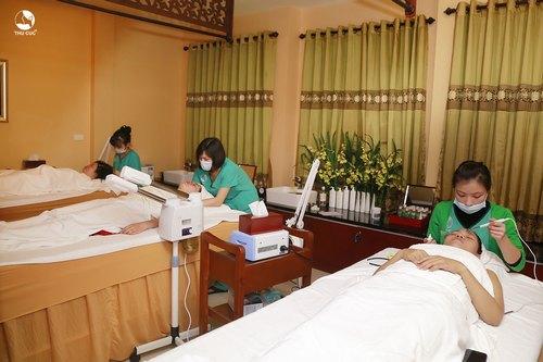 Massage thư giãn, trị liệu cơ thể hay tắm trắng toàn thân tại Thu Cúc Clinic Tuyên Quang cũng là sự lựa chọn của đông đảo tín đồ làm đẹp.