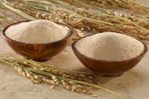 Cám gạo là nguyên liệu tự nhiên chứa nhiều dưỡng chất có khả năng nuôi dưỡng làn da sáng mịn