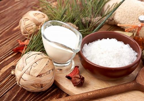 Muối, sữa chua là những nguyên liệu thiên nhiên gần gũi với con người
