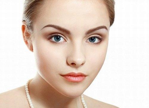 Khắc phục những vấn đề lão hóa da khu vực mắt, môi sẽ giúp gương mặt trở nên rạng rỡ, tươi sáng.
