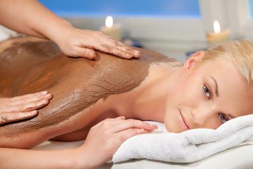 Chăm sóc da với thuốc bắc không chỉ giúp làm đẹp mà còn tạo cảm giác thoải mái, thư giãn và trị liệu tinh thần, giải tỏa căng thẳng.