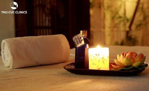 Trị liệu bằng năng lượng đá nóng sử dụng tinh dầu có mùi hương dịu nhẹ nhằm đem đến cảm giác thư giãn cho khách hàng ở mức cao nhất