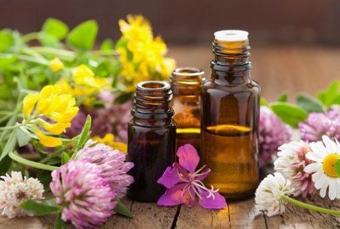 Tinh dầu thiên nhiên vừa có tác dụng chăm sóc và vừa có khả năng xoa dịu cảm giác mệt mỏi của cơ thể