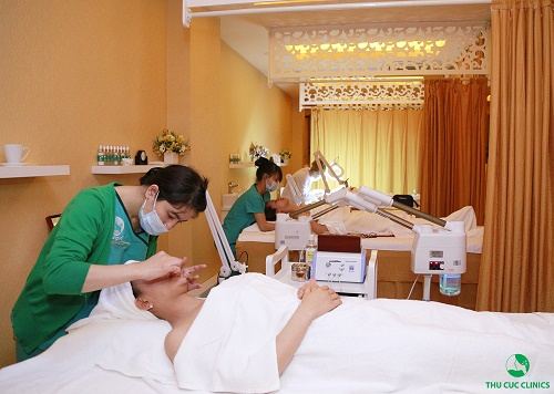 Chăm sóc da chuyên nghiệp tạiThu CúcClinics sẽ giúp bạn thổi bay mụn đầu đen một cách dễ dàng, nhanh chóng.