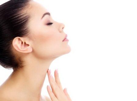 Vùng cổ sáng mịn sau khi áp dụng liệu pháp chăm sóc và chống nhăn vùng cổ bằng Hyaluronic 3D