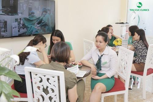 Dịch vụ chống lão hóa và làm sáng vùng mắt bằng Hyaluronic tại Thu Cúc Clinics nhận được quan tâm đông đảo khách hàng