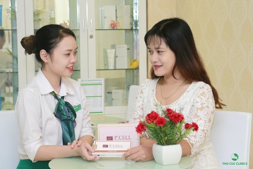 Kết thúc quy trình, cô bạn được chuyên viên tư vấn kỹ lưỡng về cách chăm sóc cho da nhạy cảm bị mụn sưng viêm và hẹn lịch thực hiện sau 1 tuần.