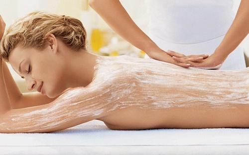 Bảo vệ làn da ảnh hưởng môi trường bên ngoài sau khi tắm trắng.