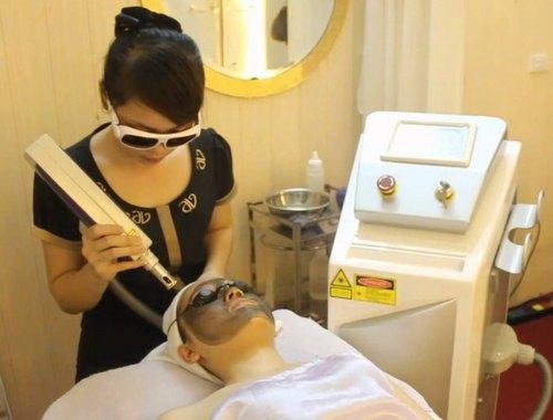 Trẻ hóa da bằng mặt nạ than là giải pháp làm đẹp được nhiều chị em ưa chuộng.