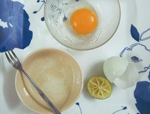 Trị mụn đầu đen bằng mặt nạ từ lòng trắng trứng.