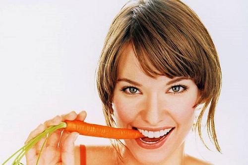 Cà rốt là loại thực phẩm ngon bổ, có tác dụng trị mụn hiệu quả từ bên trong.