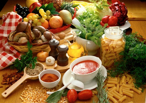 Xây dựng chế độ ăn uống hợp lý giúp loại bỏ tình trạng mụn từ bên trong