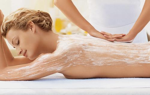 Hiện nay có rất nhiều loại mỹ phẩm tắm trắng cho làn da.